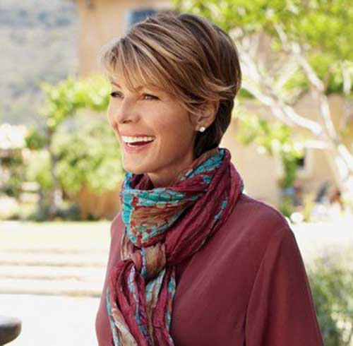 Short Hair Styles for Older Women-17