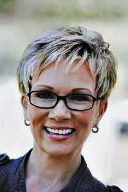 Short Hair Styles for Older Women-19