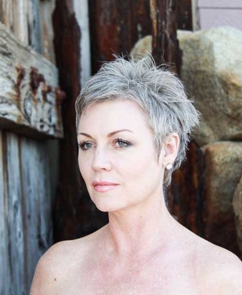 Short Hair Styles for Older Women-20