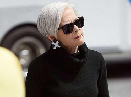 Short Hair Styles for Older Women-21