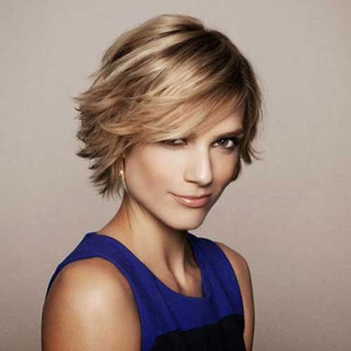 Short Layered Hairstyles - 4k Wallpapers
