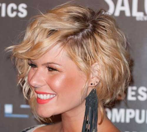 Inverted Short Layered Wavy Hairstyles