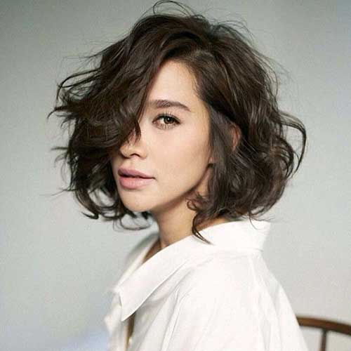 Messy Medium to Short Bob Haircuts