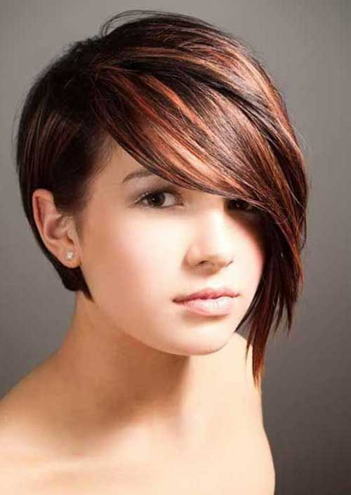 Short Inverted Haircuts for Round Faces