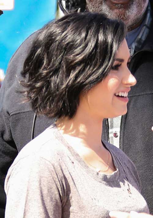 Short Layered Dark Wavy Hairstyles