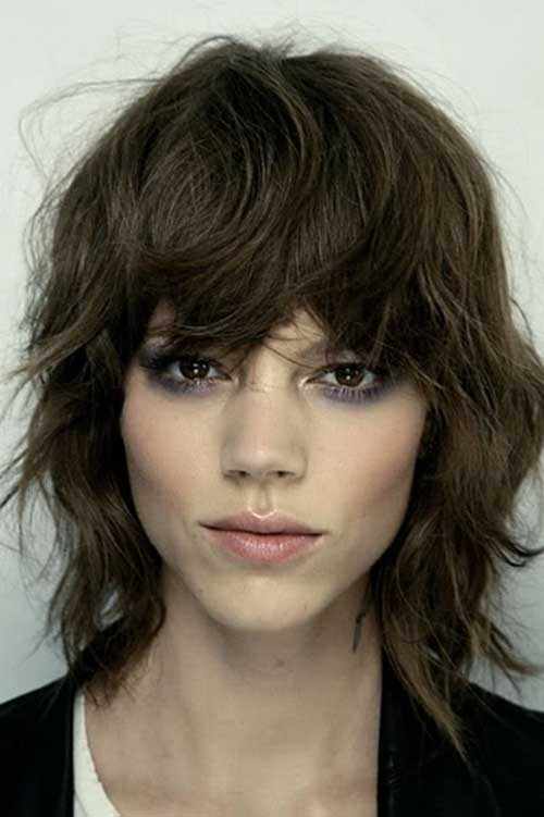 Short Layered Wavy Hair with Bangs