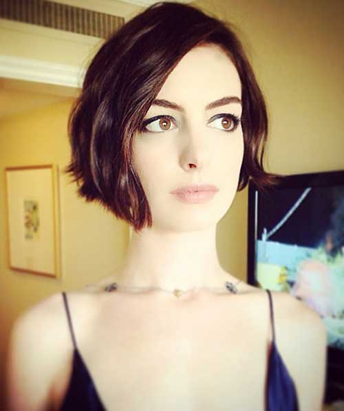 Wavy Short Hair Cuts for Cute Women