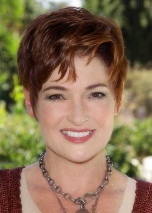 Short Haircuts for Women Over 40-11