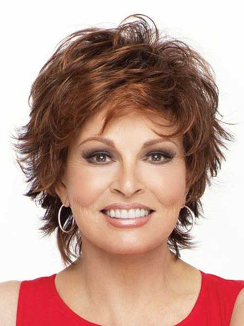 Short Haircuts for Women Over 40-12