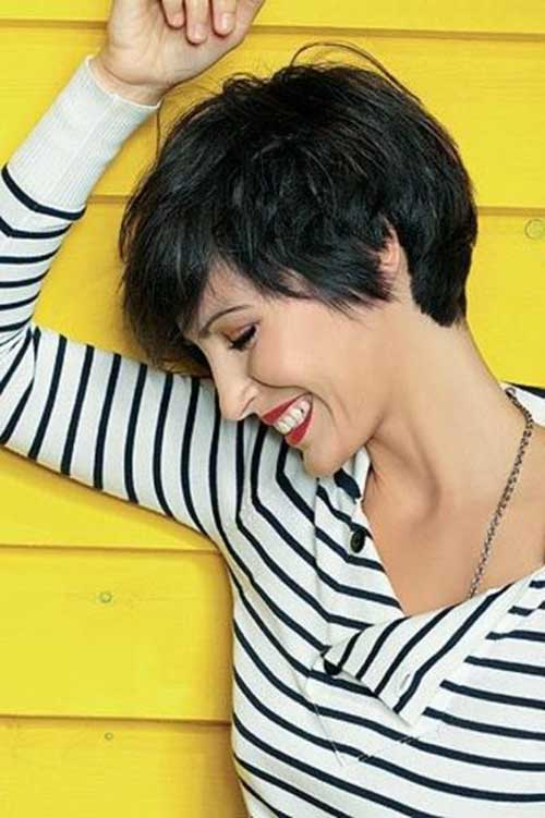 Short Haircuts for Women Over 40-9