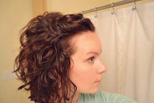 Cute Short Inverted Haircuts for Curly Hair