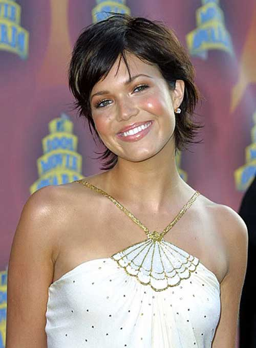 Dark Brown Cute Short Hairstyles for Round Faces