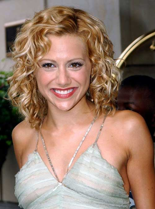 Easy Short Hairstyles for Fine Curly Hair Type