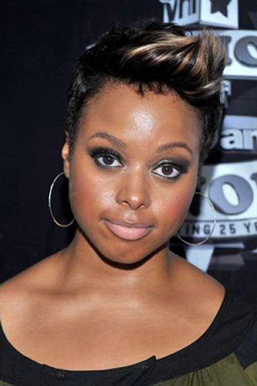 Trendy Highlighted Short Hairstyles for Round Faces Black Women