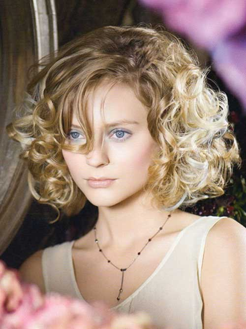 Short Blonde Curly Haircuts for Oval Faces