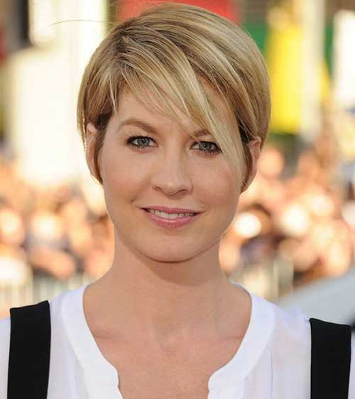 Best Short Hairstyles for Straight Hair And Round Faces