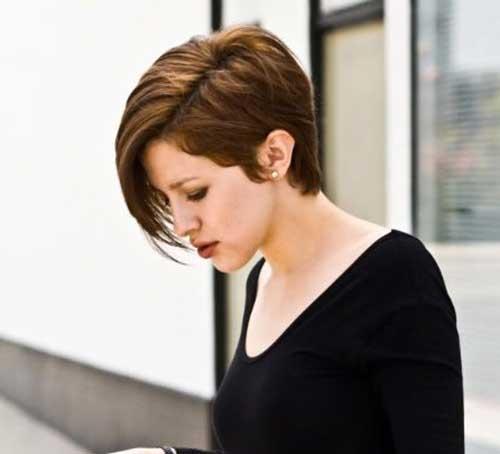 Short-Trendy-Hair-with-Long-Bangs