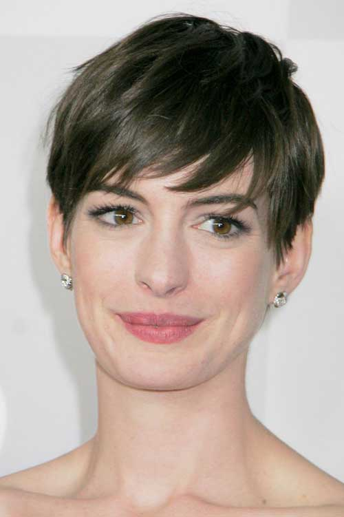 Best Straight Pixie Cuts for Oval Faces