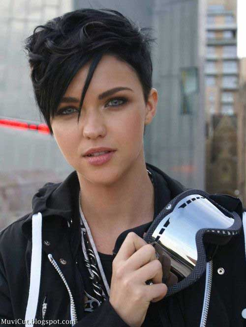 Stylish Cute Short Hairstyles for Round Faces