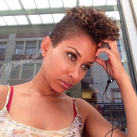 30+ Neueste kurze natürliche lockige Frisuren