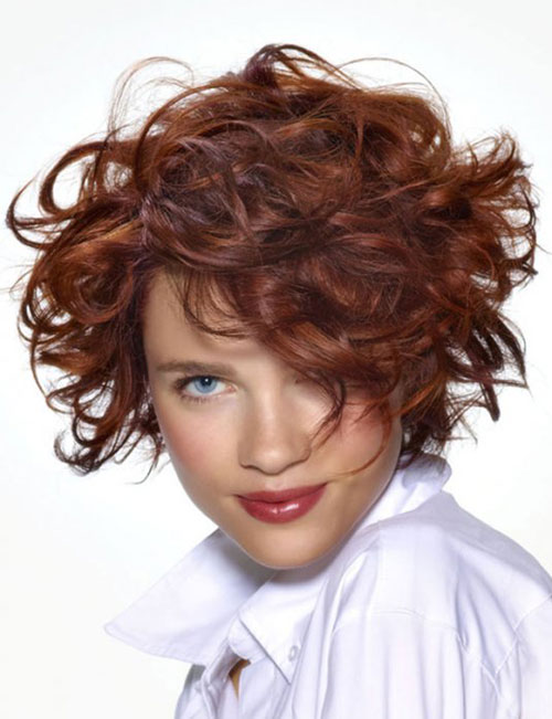 Chic Curly Short Haircuts for Round Face