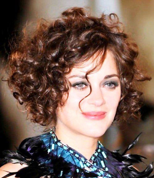 Classy Curly Short Haircuts for Round Face