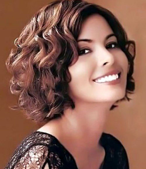 Chic Short Haircuts for Round Faces And Curly Hair