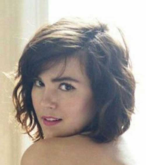 20 Cute Medium Short Haircuts