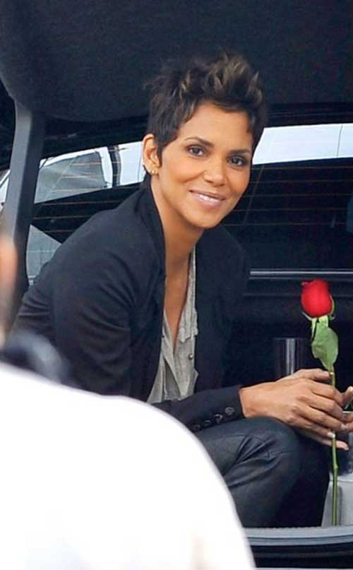 Halle Berry Short Haircuts-12