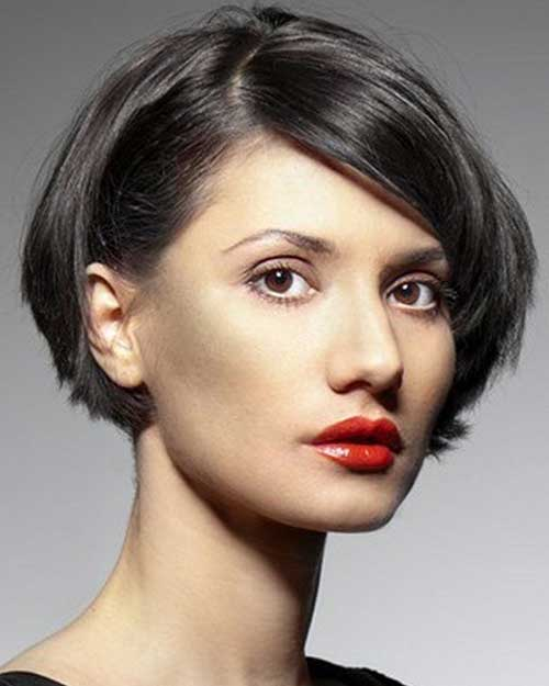 Short Layered Haircuts for Round Faces-12