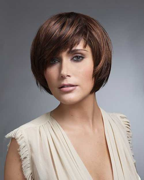 Short Layered Haircuts for Round Faces-13