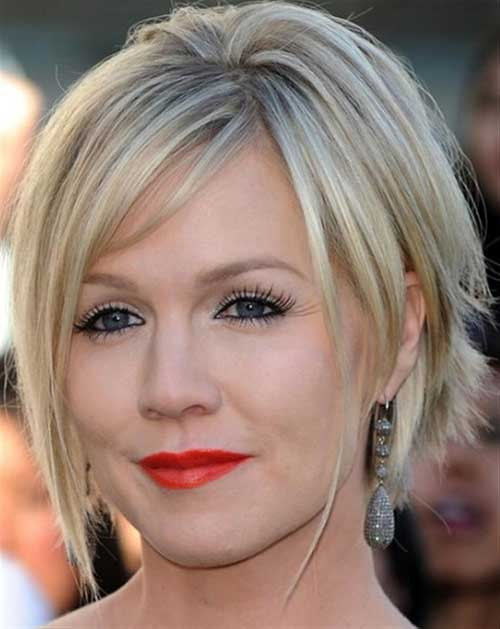 Short Layered Haircuts for Round Faces-15