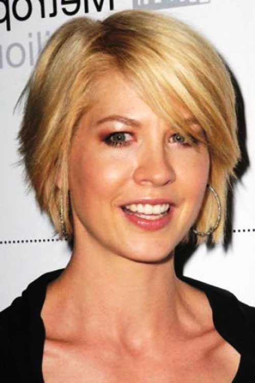 Short Haircuts with Layers-20