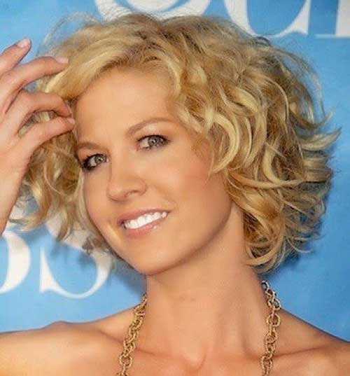 Hairstyles for Short Curly Hair-7