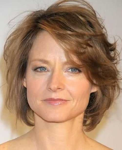 Short Haircuts for Wavy Hair Over 50-7