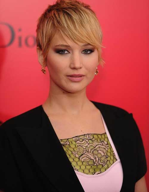 Jennifer Lawrence Grows Out Pixie Styles