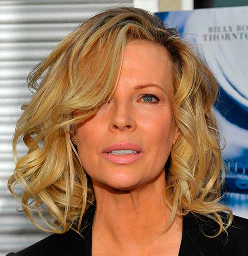 Short Haircuts for Wavy Hair Over 50
