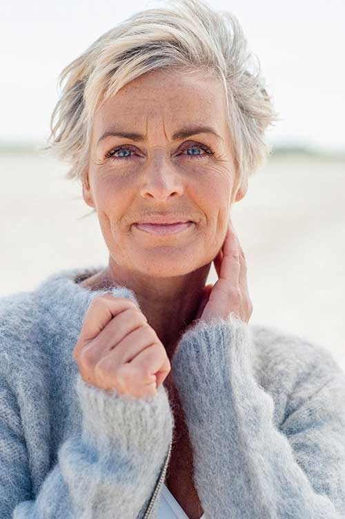 Short Hair Cuts For Older Women-22