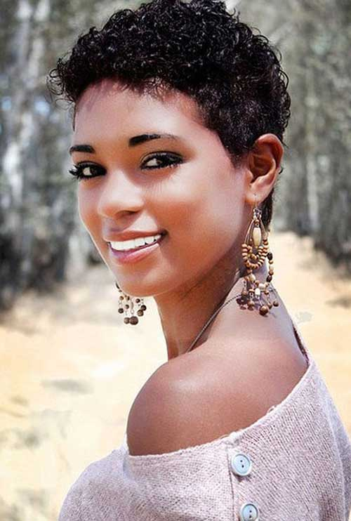 18.Short Curly Hairstyle for Black Women