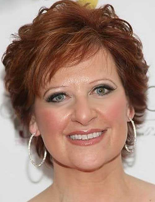 Short Haircuts for Women Over 50-19