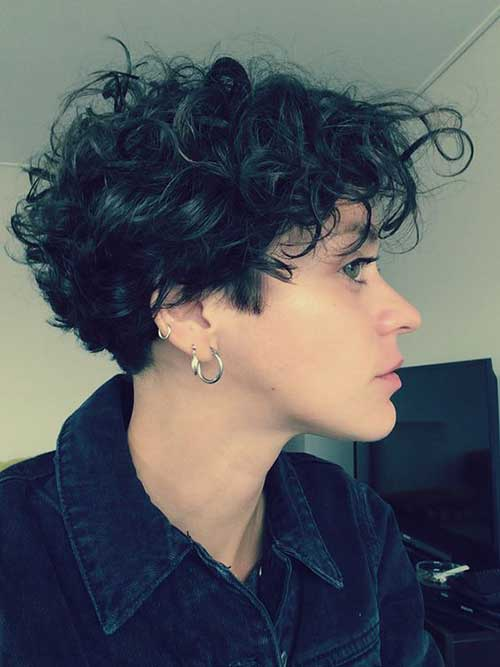 6.Short Curly Hairstyle