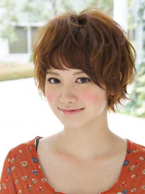 2. Cute Short Asian Hairstyle