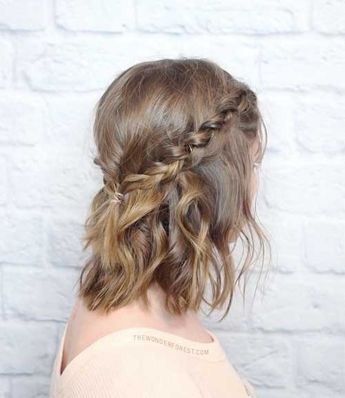 Short Wavy Hairstyle with Braid