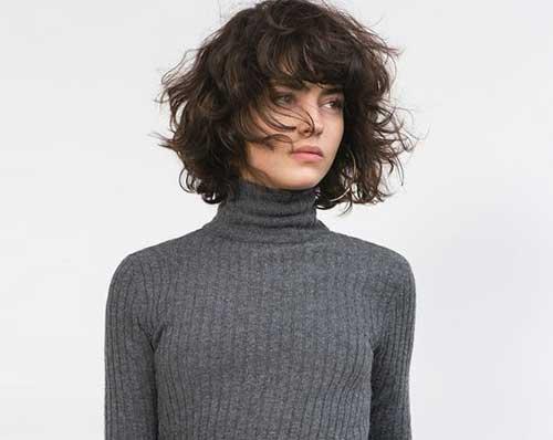 Perfekte Möglichkeiten für kurze lockige Haare