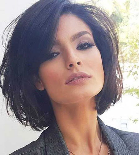 10-Short-Hairstyle-for-Women-2017-2017113670