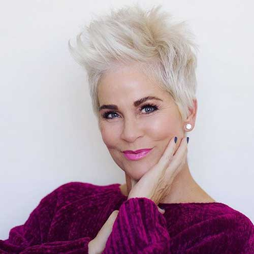11.Short Hairstyle for Older Women