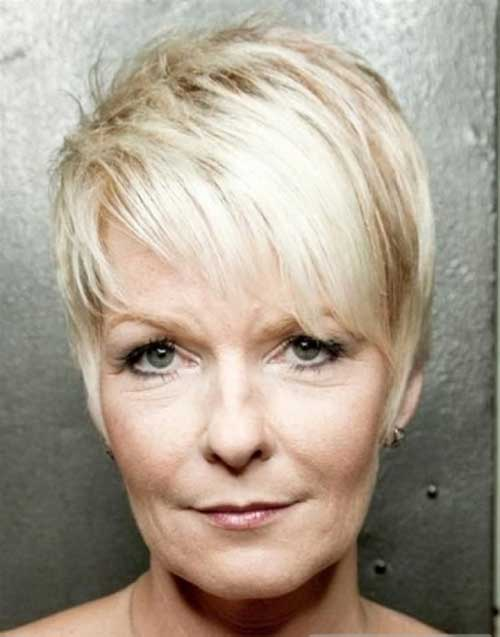 Short Hairstyles for Older Women-12