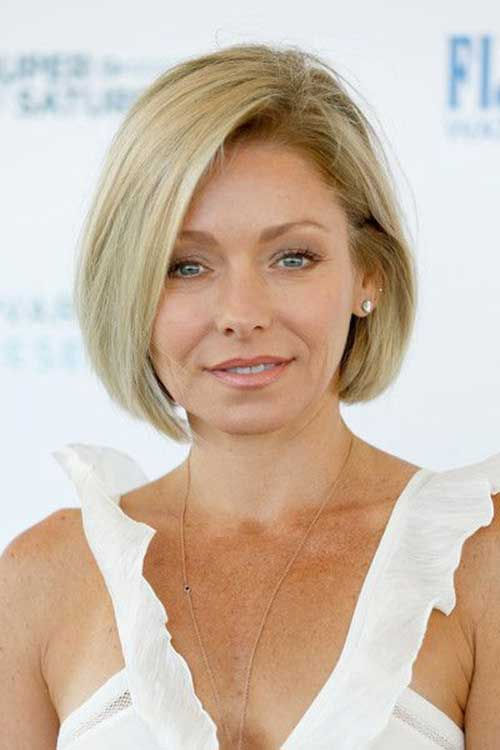 15.Short Hairstyle for Older Women