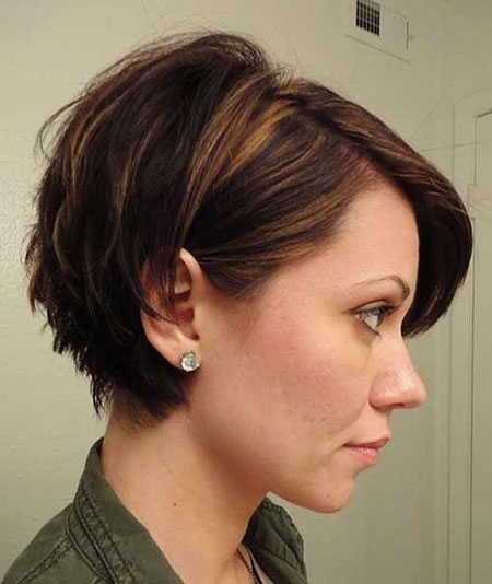 24-Short-Hairstyle-for-Women-2017-2017113684