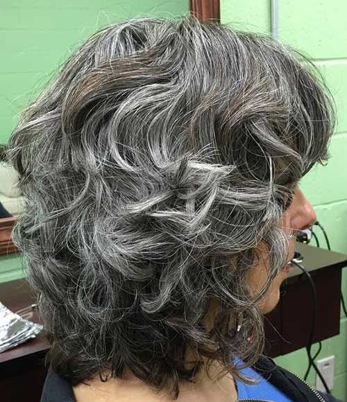 Short Haircuts for Older Women-18